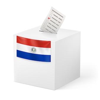 Urna con papeleta de votación. paraguay