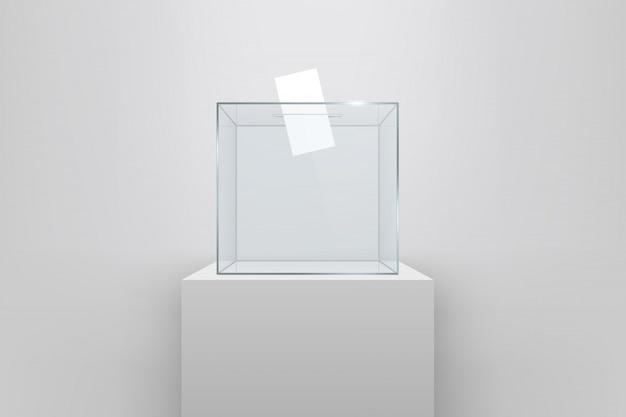 Urna transparente con papel de votar en el hoyo.