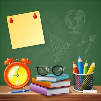 Útiles escolares en el escritorio del profesor