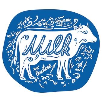 Vaca animal logotipo de la etiqueta de leche. doodle estilo dibujado a mano letras frase de inspiración.