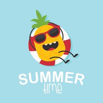 En vacaciones de verano, carácter de piña en acción de verano.