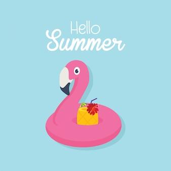 En vacaciones de verano, flamenco inflable con un cóctel en una piscina.