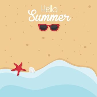 En vacaciones de verano, fondo de verano con mar, gafas de sol, estrellas de mar.
