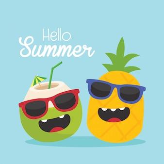 En vacaciones de verano, frutas tropicales divertidas. piña y coco