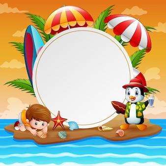 Vacaciones de verano con niño y pingüino en la isla