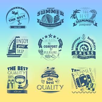 Vacaciones de verano temporada oferta de vacaciones etiquetas conjunto con sombrilla de playa y ancla velero