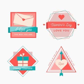 Varias etiquetas e insignias para san valentín en diseño plano