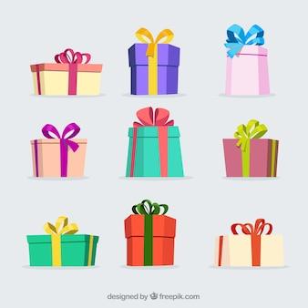Varios regalos de navidad de colores