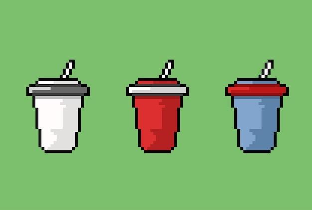 Vaso para beber con pajita en estilo pixel art