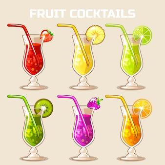 Vaso de cócteles de frutas frías con hielo