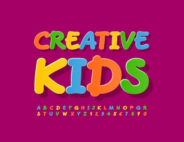Vector colorido emblema creative kids manuscrita alfabeto letras y números fuente brillante artística
