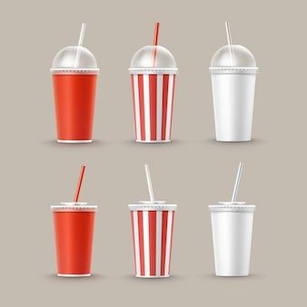Vector conjunto de vasos de cartón de papel rayado blanco rojo pequeño grande en blanco para refrescos de refresco de cola con tubo de paja aislado en el fondo. comida rápida