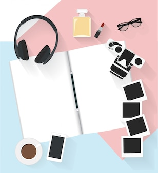 Vector cuaderno de notas con cámara y otra foto en el piso.