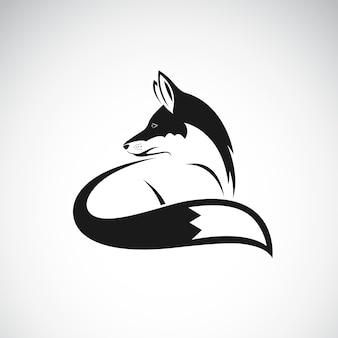 Vector de un diseño de zorro sobre fondo blanco. ilustración vectorial en capas fácil de editar. animales salvajes.