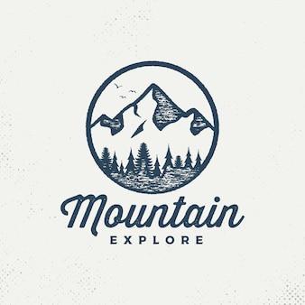 Vector emblema de las montañas.