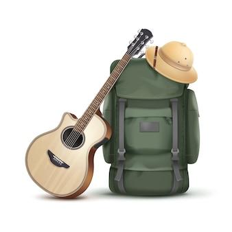 Vector gran mochila verde con sombrero de safari y guitarra aislado sobre fondo blanco.