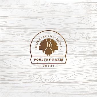 Vector logo de pavo de granja con pavo dibujado en estilo plano y lugar para texto y título.