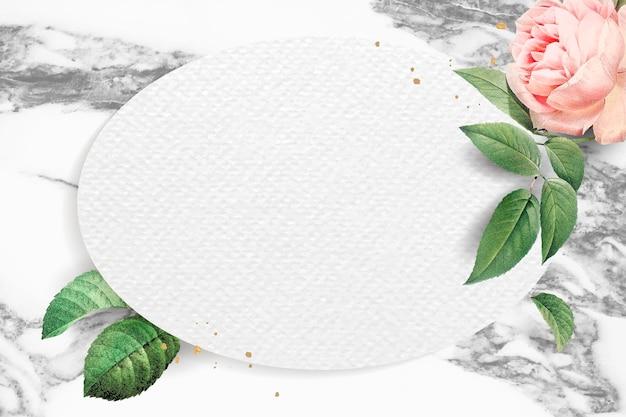 Vector de marco ovalado floral en blanco