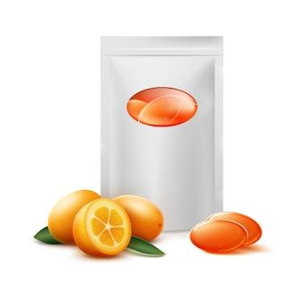 Vector paquete en blanco de caramelos cítricos naranjas con fruta de kumquat cerrar vista frontal aislado sobre fondo blanco.