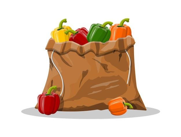 Vegetal de campana de pimienta en bolsa de lona aislado en blanco