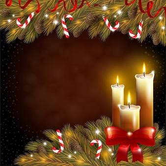Velas de navidad y un árbol de abeto sobre fondo marrón