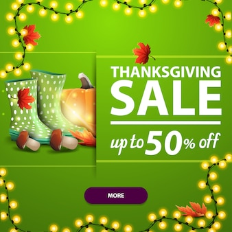 Venta de acción de gracias, hasta 50% de descuento, banner web cuadrado verde con hojas de otoño y cosecha de otoño.