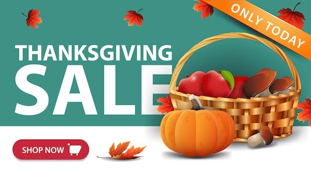 Venta de acción de gracias, banner web de descuento verde con botón, cesta de frutas y verduras