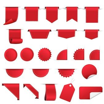 Venta de etiquetas rojas y conjunto de cinta fondo blanco.