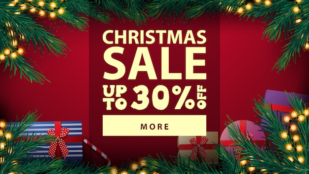 Venta de navidad, hasta 30% de descuento, hermoso banner de descuento rojo con marco de árbol de navidad con guirnalda de bombilla amarilla y regalos, vista superior