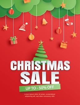 Venta de navidad con árbol y objeto de elemento sobre fondo rojo en estilo de arte de papel.