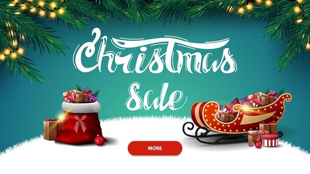 Venta de navidad, banner de descuento con bolsa de santa claus y trineo de santa con regalos