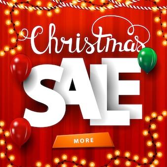 Venta de navidad, banner de descuento cuadrado rojo con letras volumétricas grandes, cortina en el fondo, guirnaldas, globos y botón