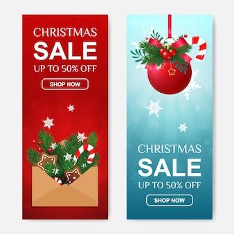 Venta de navidad conjunto de banners de descuento verticales con carta de regalo y bola roja.