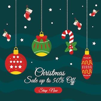 Venta de navidad con esferas con diseño de botas, tema de oferta navideña.
