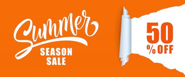 Venta de la temporada de verano cincuenta por ciento de las letras.