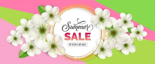 Venta de verano hasta cincuenta por ciento de descuento letras de venta.