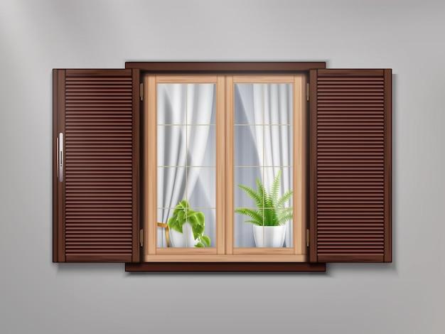 Ventana antigua de madera con hermosas cortinas y plantas en macetas