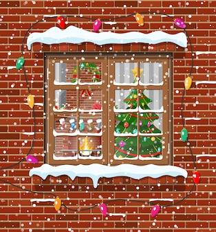 Ventana de navidad en pared de ladrillo.