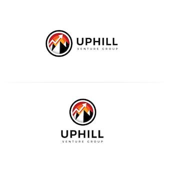 Venture group concepto de logo de vector de estilo de dibujos animados planos cuesta arriba en marco redondo con mountail y arriba