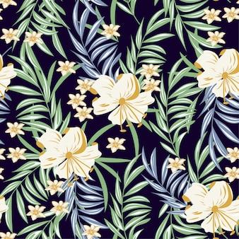 Verano abstracto de patrones sin fisuras con coloridas hojas tropicales y plantas sobre fondo púrpura