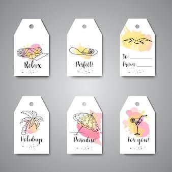 Verano dibujado a mano etiquetas de regalo. elementos de doodle de playa