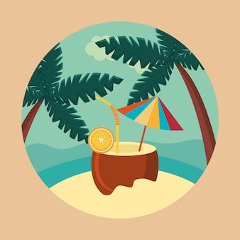 Verano y viajes, refresco de coco en el paraíso en círculo