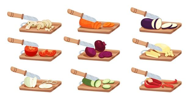 Verduras en rodajas y juego de cuchillos