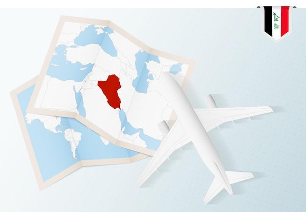 Viajar al avión de vista superior de irak con mapa y bandera de irak