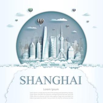 Viajar a shanghai monumento con edificio antiguo y moderno de la ciudad en el fondo del círculo.