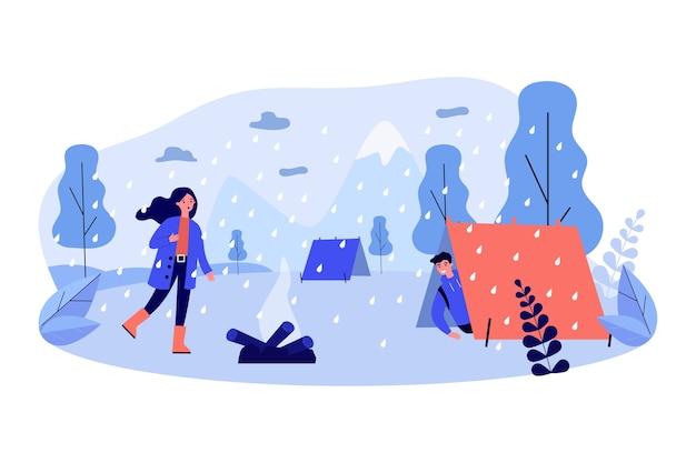 Viajeros que encuentran refugio de la lluvia.