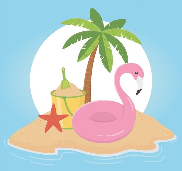 Viajes de verano y vacaciones flotador flamingo arena cubo pala palmera