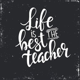 La vida es la mejor maestra. cartel de tipografía dibujada a mano.