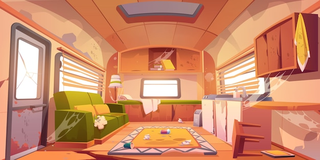 Viejo interior sucio de caravana con muebles rotos
