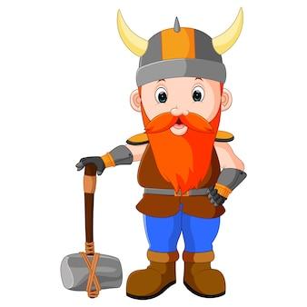 Vikingo de dibujos animados con un gran martillo